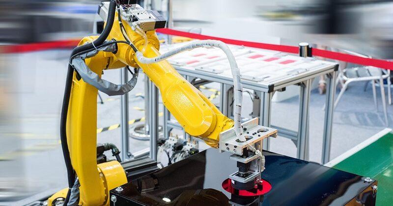Przyrządy mocujące na obrabiarki CNC wersja automatyczna – do czego służą?