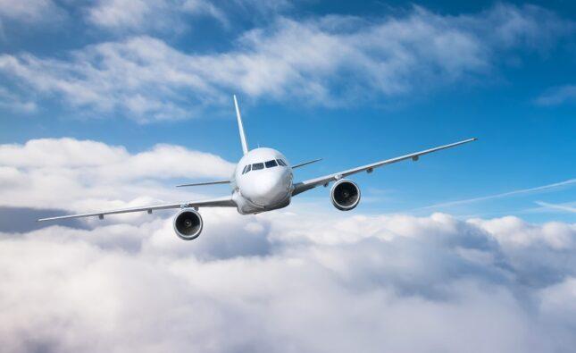 Czy warto korzystać z tanich linii lotniczych?
