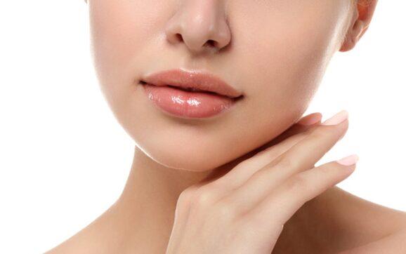Czy zabieg wypełniania ust boli?