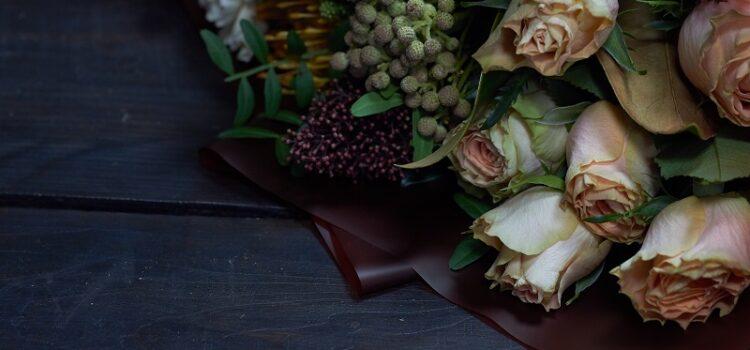 Bukiety kwiatów i wiązanki na każdą okazję – jakie kwiaty wybrać?